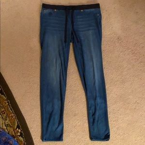 Jeans with stretchy waist band